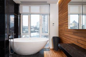 Idei de design pentru a profita la maximum de baia ta mică